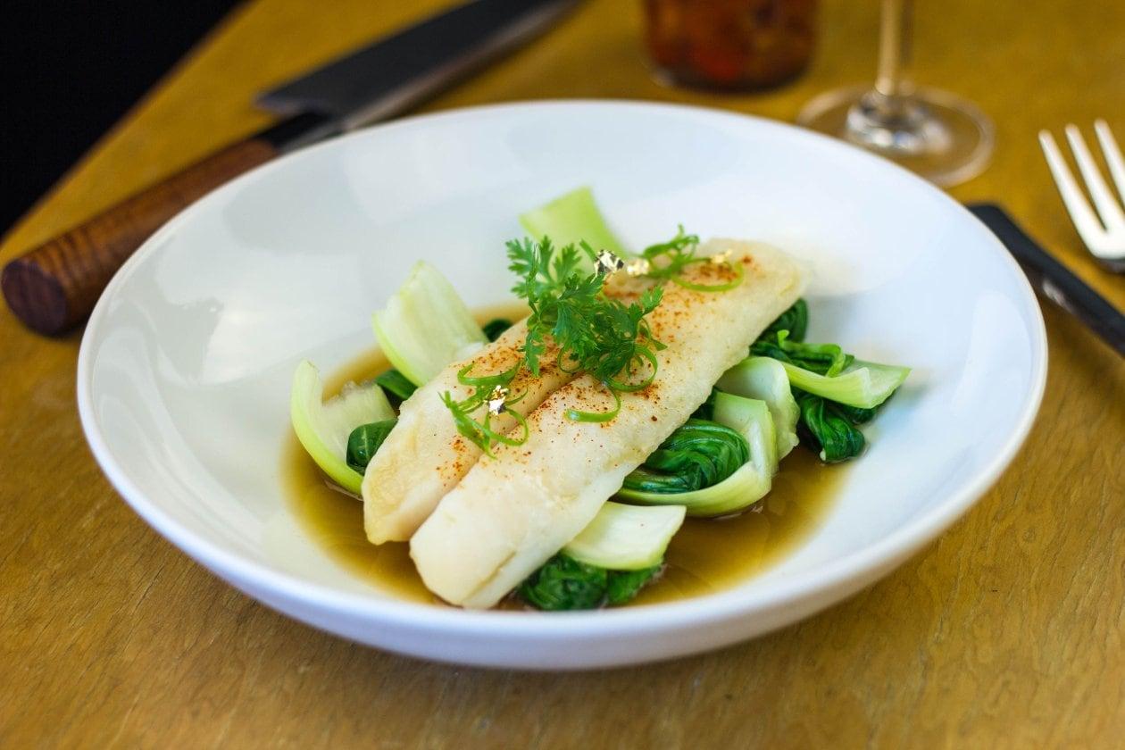 Buharda Pişmiş Dil Balığı, Bok Choy ve Soya Soslu Jüs ile