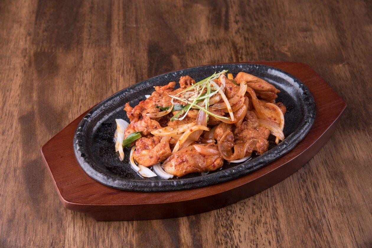 """Kore Usulü BBQ  """"Bulgogi"""", Susam ve Yeşil Soğan İle"""